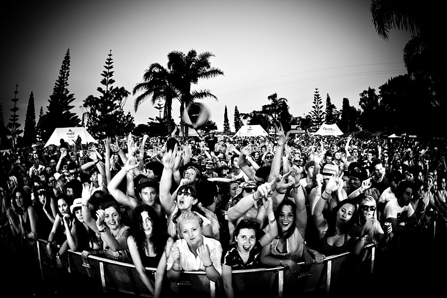 20130201065518-Festival_Crowd_by_bleed_the_sky
